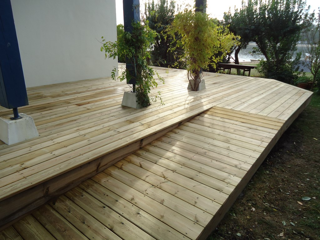 Plan terrasse en bois cheap latest beautiful bassin dans for Plan terrasse bois