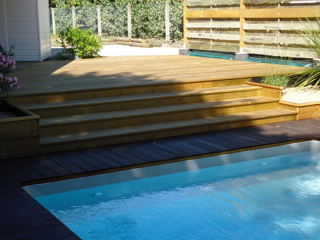 terrasse bois escalier piscine diverses id es de conception de patio en bois pour. Black Bedroom Furniture Sets. Home Design Ideas