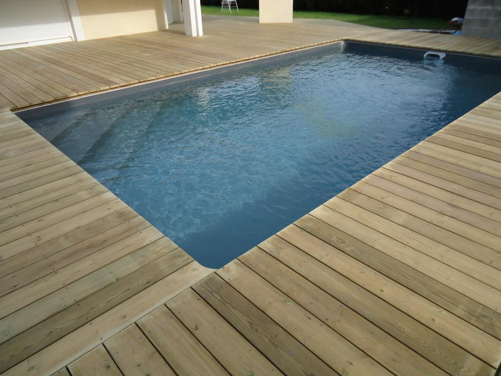 Pose terrasse bois autour piscine diverses for Conception de piscine