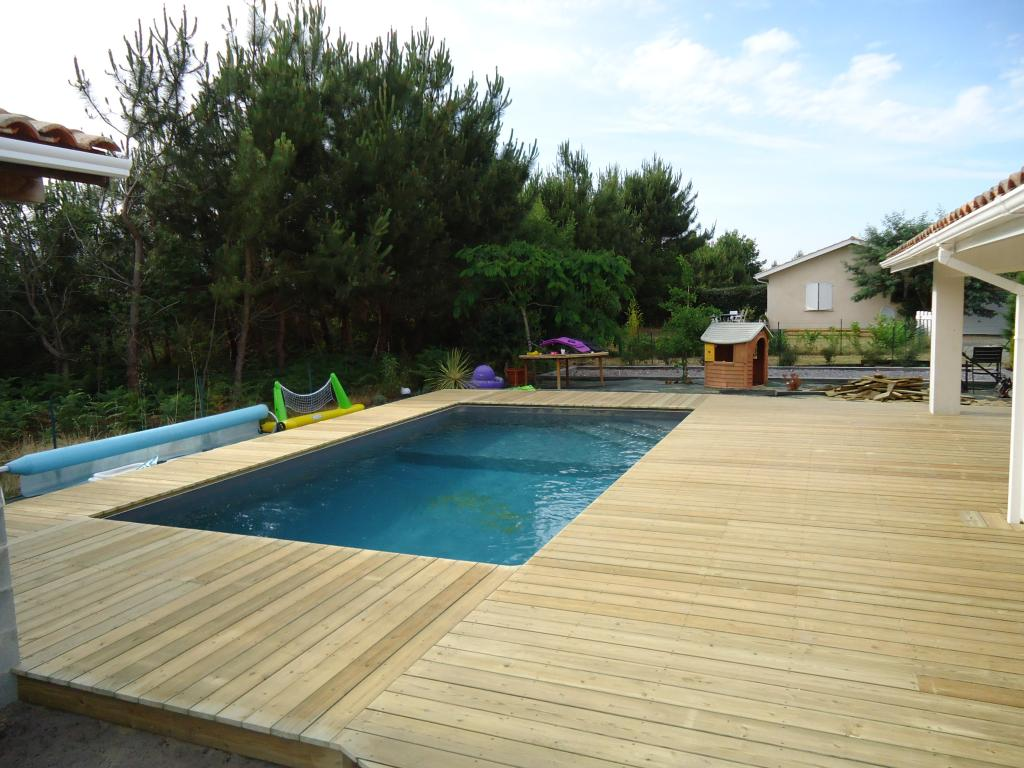 Pose terrasse bois piscine diverses id es for Piscine tours