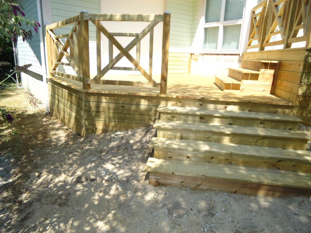 Pose terrasse bois sur pilotis dans les landes terrasse for Amenagement terrain