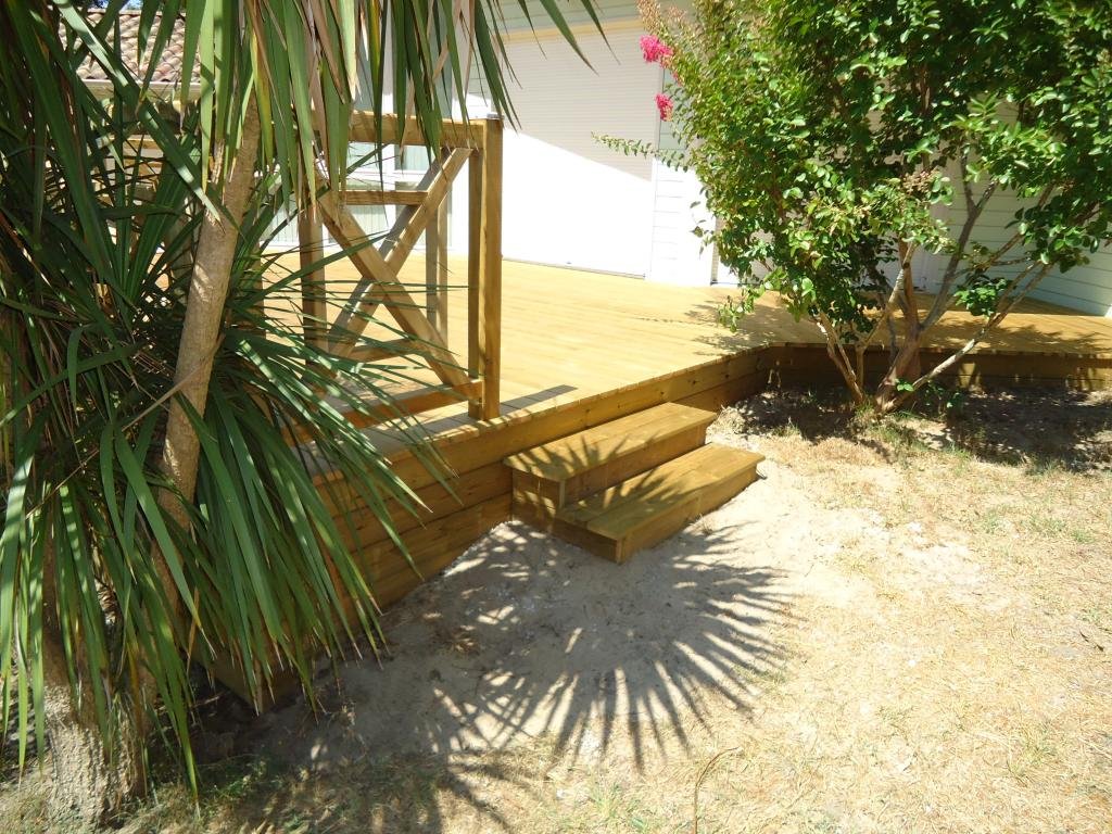 Pose terrasse bois sur pilotis dans les landes terrasse for Petit escalier en bois